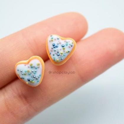 Mini love heart blue donut stud ear..