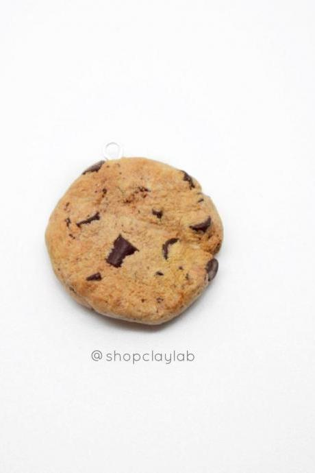 Realistic chocolate chip cookie charm necklace| fake food jewellery| stitch marker| crochet progress keeper| chips ahoy